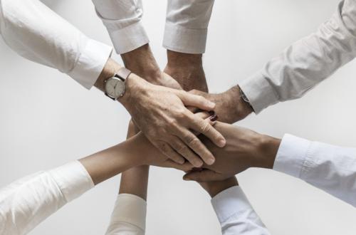 praca zespołowa a zjawiska społeczne